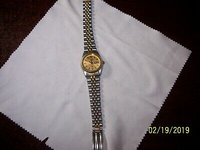 Seiko 3Y03-0169 Women's Watch Analog Dial Day Date Gold Tone Case - Nice