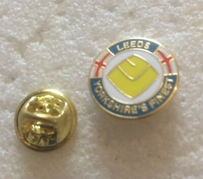 Leeds United Enamel Badge Very Rare  & Discreet 1970's Crest Yorkshire's Finest