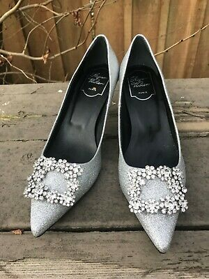 1d10f5d4250 ROGER VIVIER DEC Flower Crystal-Buckle Embellished Blue Velvet Pumps ...