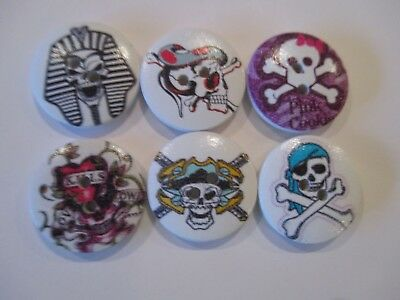 6 x 18mm Wooden BUTTONS - SKULLS - HALLOWEEN Sewing or Scrapbooking No1053