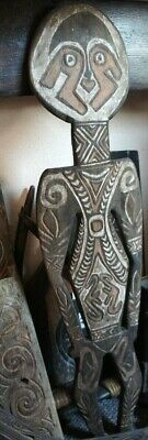 OLD powerful wooden ceremonial figure from the Papua Gulf area in Newguinea !!!