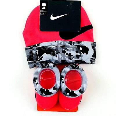 3213024d35a85 Nike Beanie Hat and Booties Socks Set Size 0-6 Month Baby Pink Black  Camouflage