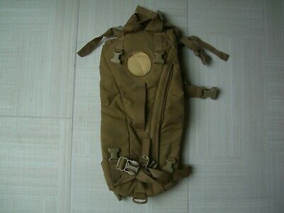 2 VG COND MILITARY ISSUE COYOTE BROWN TACTICAL 3L HYDRATION SYSTEM CARRIER 27952