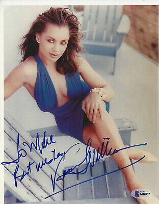 "VANESSA WILLIAMS ""TO MIKE"" SIGNED 8X10 PHOTO - Beckett Authenticated"