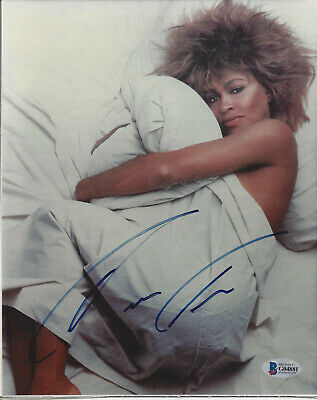 TINA TURNER SIGNED 8X10 PHOTO - Beckett Authenticated