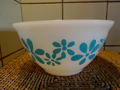 Vintage AGEE PYREX turquoise DAISY CHAIN mixing bowl 1972