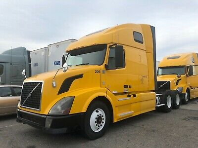 2012 Volvo VNL64T670 Conventional - Sleeper Truck