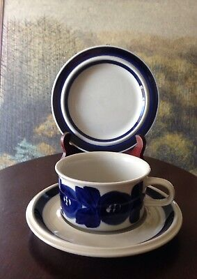 """Mid-Century Modern ARABIA FINLAND Blue Anemone CUP SAUCER ~7"""" PLATE Hand Painted"""