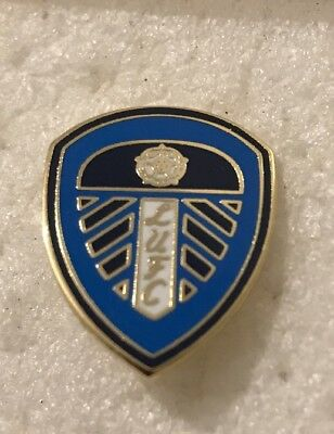Leeds United Supporter Enamel Badge Smart Blue Crest Design