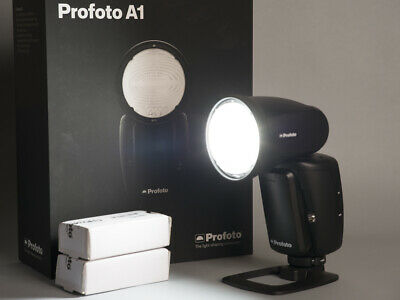 PROFOTO A1 (Canon) + TWO ADDITIONAL BATTERIES + SOFT BOUNCE + AIR REMOTE (Canon)