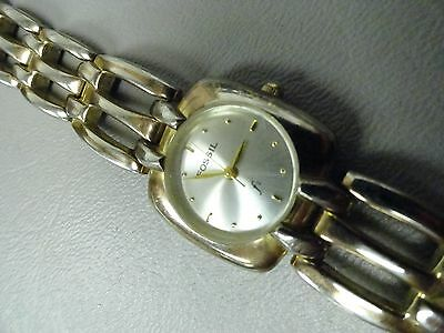 Fossil ladies watch 6 1/4 inch band nice looking new battery runs perfect