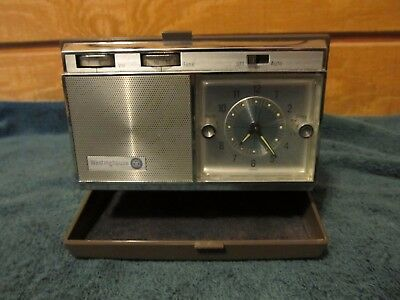 Vintage Westinghouse Transistor Travel Clock Radio Mid 60's Made in Japan Brown