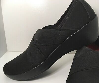 a3a677aac4a9 Crocs Women s Busy Day Stretch Asymmetrical Wedge Shoes Size 7