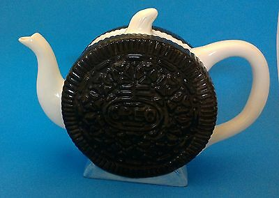 Nabisco Oreo Cookie Teapot Tea Pot Brown White 7.25 High x 10.5 Inches Across