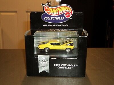 Hot Wheels 100% 1969 69 Chevrolet Chevelle SS 396 Yellow Black Box W/ Display