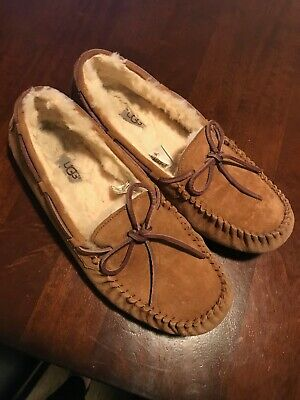6cbf3b00b60 UGG DAKOTA Women's Tabacco Suede Moccasin Slip-on SLIPPERS Size 10 ...