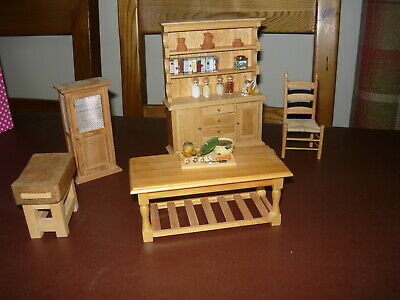 Dolls House Kitchen Furniture Set