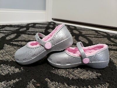 f8617fc73ca Crocs Karin Silver Sparkle Faux Fur Lined Clog Little Girls size 8c