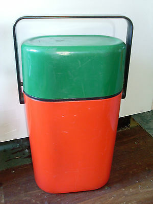 1980s INSULATED DECOR BYO 2 BOTTLE * GREEN & RED * RABBITOHS BBQ PARTY
