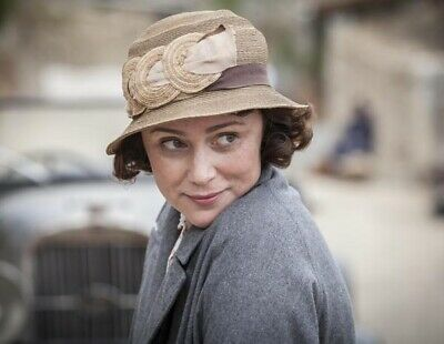 Keeley Hawes UNSIGNED photograph - N3440 - The Durrells - NEW IMAGE!!!