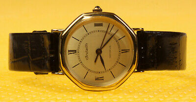 a938bb5747a VINTAGE GUCCI SWISS Made Luxury Women s Watch W  Brown Leather Band ...