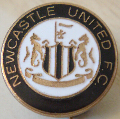 Newcastle United FC Vintage club crest type badge Brooch pin In gilt 20mm Dia