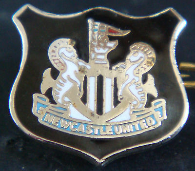 Newcastle United FC Club crest type badge Brooch pin In gilt 15mm x 14mm