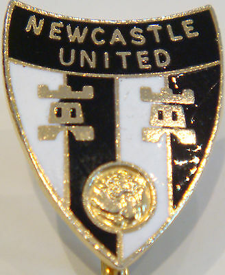 Newcastle United FC Vintage badge Maker COFFER LONDON Brooch pin 20mm x 25mm