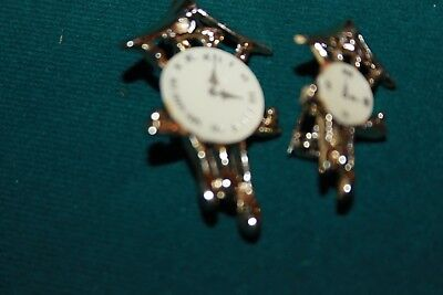 Lot of 2 vintage cuckoo clock brooches small and medium gold metal white face