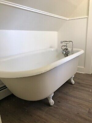 Antique Porcelain Claw Foot Bath Tub. 5ft Tub. With Faucet And Shower Attach