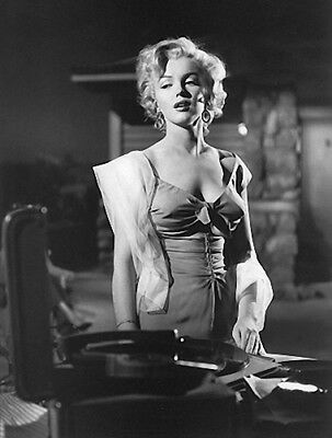 MARILYN MONROE BEAUTY AND A RECORD PLAYER  (1) RARE 5X7 GalleryQuality PHOTO
