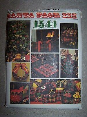 Sewing pattern, Vogue 1541, Christmas decor, Santa Pack III