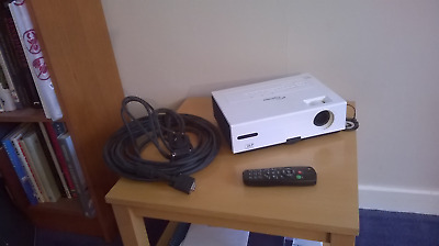 Optoma ES520 DLP Projector with remote control, UK mains lead & pc lead