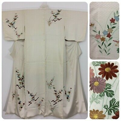 Japanese women's kimono, ivory white, silk, embroidered flowers, medium (H2470)