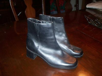 f7685050eecf JCPENNEY SIZE 8 Black Ankle Boots -  4.00