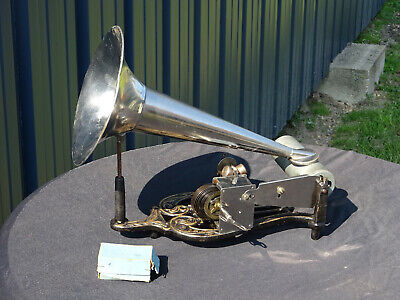 Ancien phonographe La Lyre Puck