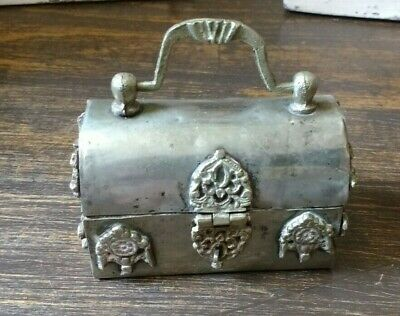 Vintage little jewelry box. very charming, absolute treasure, crude & fabulous!
