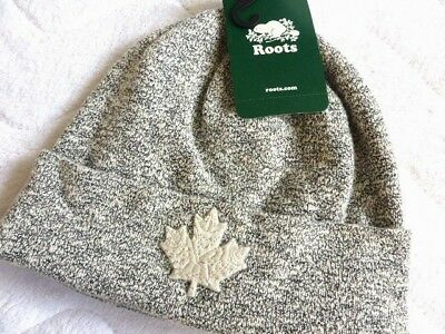 ROOTS CANADA Snowy Fox Grey Standout Maple Leaf TOQUE Beanie Hat UNISEX NEW