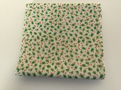 Christmas, Holly, Gold, 100% cotton quilting/patchwork fabric, fat quarter