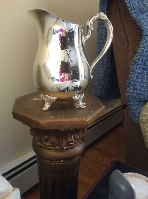 Vintage Silver Plated Oneida simple floral design Water Pitcher w/ice lip