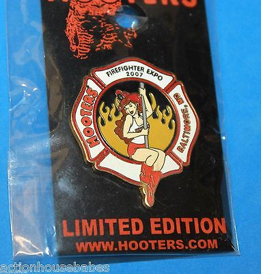 LOUIS MO LAPEL PIN HOOTERS MOTORCYCLE EMERGENCY GIRLS POLICE /& FIREFIGHTER ST