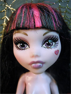 2011 MONSTER HIGH KILLER STYLE CLASSROOM DRACULAURA Fashion Doll Nude Play