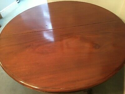 Antique Victorian Round Mahogony Pedestal Table in good condition.