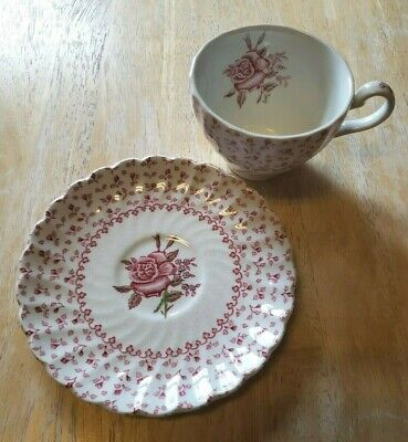 Vintage Johnson Brothers Made In England Rose Bouquet Tea Cup And Saucer