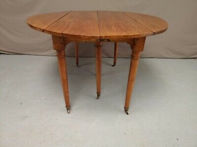 Table ovale six pieds