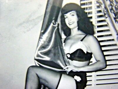 BETTIE PAGE   ORIGINAL: VINTAGE  1950's  PIN UP PHOTOGRAPH  -RARE     M-564