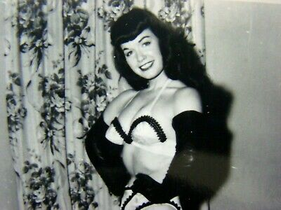 BETTIE PAGE   ORIGINAL VINTAGE  1950's  PIN UP PHOTOGRAPH  XX-RARE     EE-341