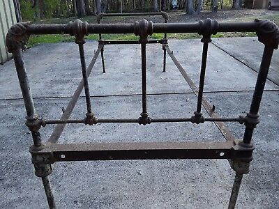 ANTIQUE IRON SINGLE BED FRAME (Pick up NSW 2265)