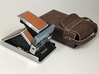 Polaroid SX-70 Land Camera With Case