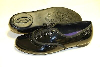Clarks Bootleg Girls Black Patent Leather Ladies shoes size 3/35.5 F